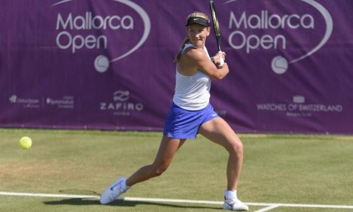 Виктория Азаренко в упорном матче обыграла Ализе Корне и вышла в 1/4 финала турнира в Бад-Хомбурге