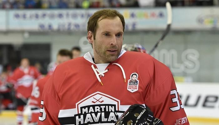 Петр Чех продолжит выступать за хоккейный Гилфорд Феникс