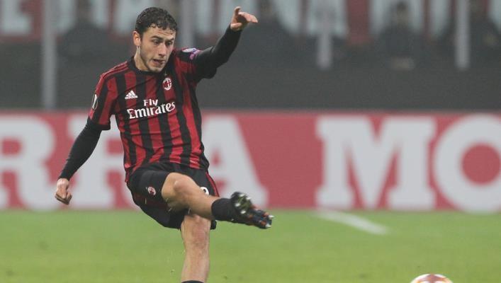 Калабрия продлил контракт с Миланом до 2025 года