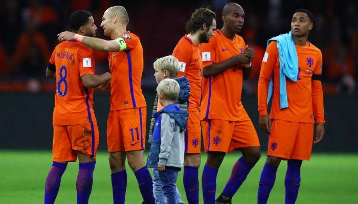 Игроки сборной Нидерландов вложились в фонд помощи местным клубам