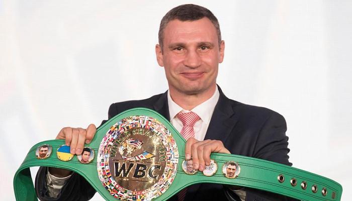 Кличко подарил Усику символический пояс WBC