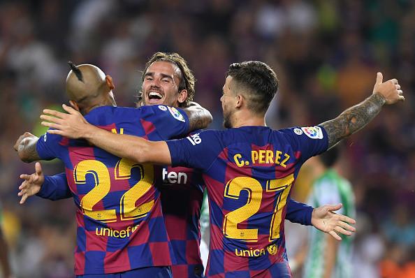 Игроки и тренерский штаб Барселоны пошли на снижение зарплат на 70% ради помощи персоналу клуба