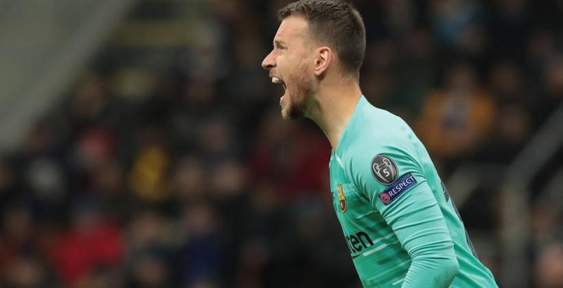 Барселона намерена продать вратаря Нето в ближайшее трансферное окно