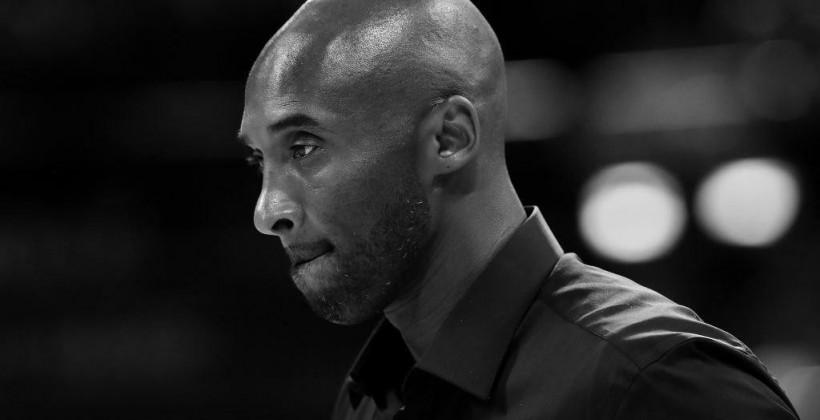 Испанская баскетбольная лига продает на благотворительном аукционе кроссовки с автографом Брайанта