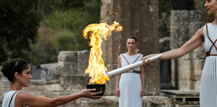 НОК Греции прервал эстафету олимпийского огня из-за коронавируса