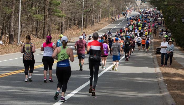 Бостонский марафон отменен впервые за 124 года. Его проведут в виртуальном формате