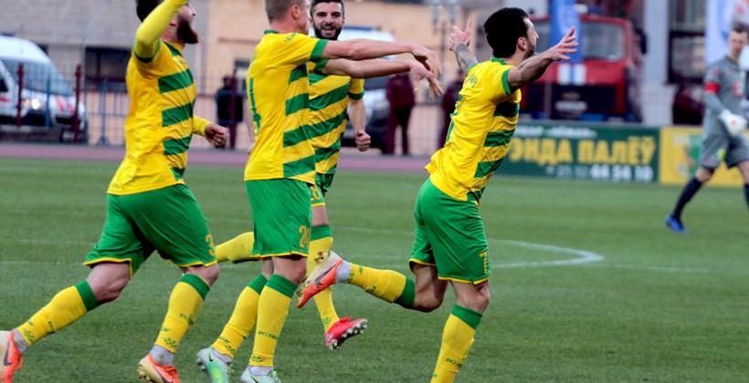 Неман забил пять безответных мячей в ворота Сморгони