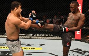 Исраэль Адесанья защитил титул чемпиона UFC в среднем весе