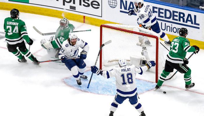 Даллас уступил Тампе в третьем поединке финальной серии НХЛ
