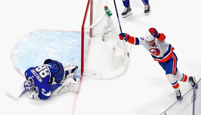 Айлендерс взял верх над Тампой в плей-офф НХЛ, сократив счет в серии