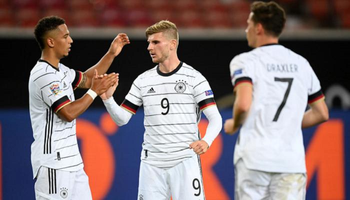 Испания в концовке ушла от поражения в матче с Германией