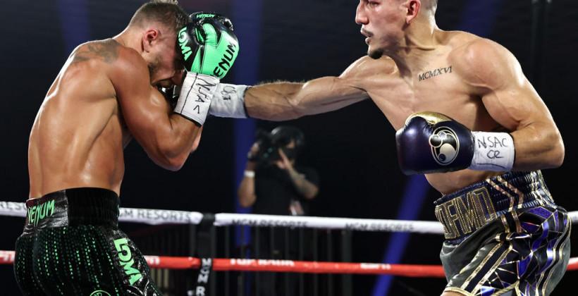 Василий Ломаченко уступил Теофимо Лопесу в бою за звание абсолютного чемпиона мира