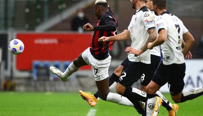 Милан дома уверенно переиграл Специю