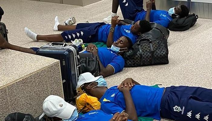 Игроки сборной Габона были вынуждены ночевать в аэропорту перед игрой против Гамбии