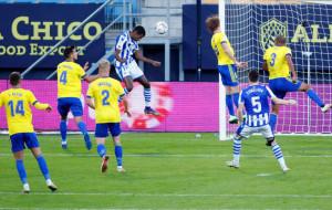 Реал Сосьедад минимально одолел Кадис благодаря голу Исака