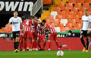 Атлетико в концовке вырвал победу у Валенсии