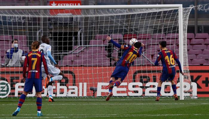 Месси повторил рекорд Пеле по голам за один клуб, забив 643 мяча за Барселону