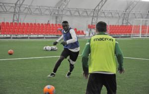 Три нигерийских футболиста прибыли на просмотр в Гомель