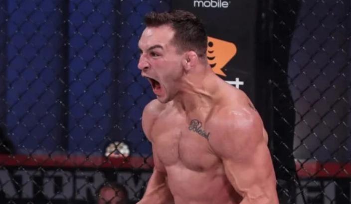 Чендлер нокаутом победил Дэна Хукера на UFC 257