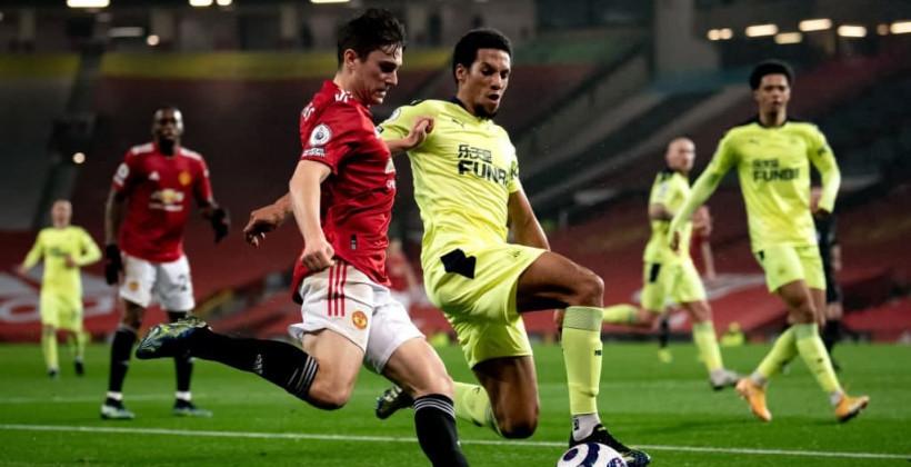 Манчестер Юнайтед не без труда справился с Ньюкаслом и поднялся на второе место в АПЛ
