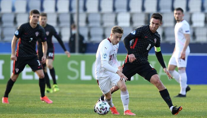 Два пенальти в ворота России помогли Франции добыть трудовую победу на юниорском ЧЕ