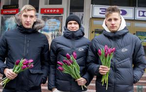Футболисты Руха поздравили брестчанок с 8 марта (видео)