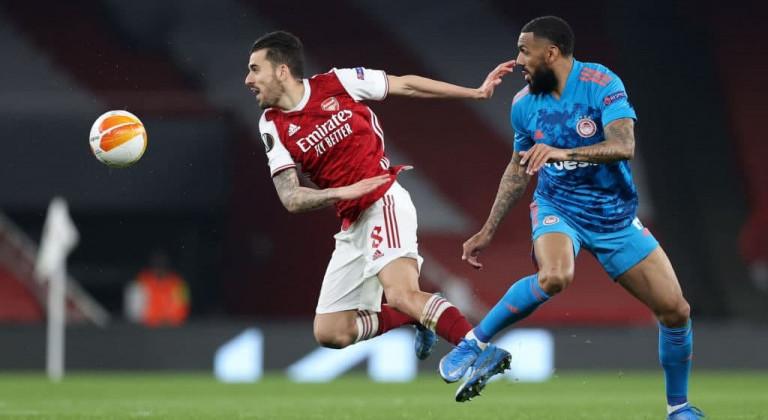 Арсенал неожиданно уступил Олимпиакосу, однако пробился в четвертьфинал Лиги Европы