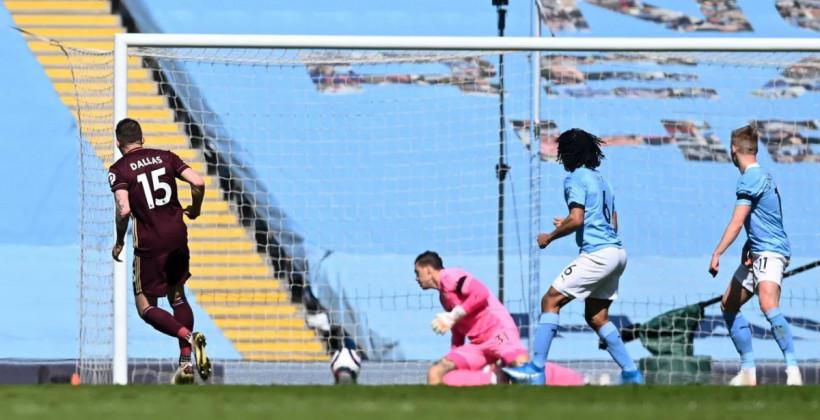 Дубль Стюарта Далласа помог Лидсу вдесятером обыграть в гостях Манчестер Сити