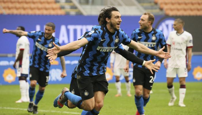Интер сохранил 11-очковый гандикап, в концовке матча обыграв Кальяри