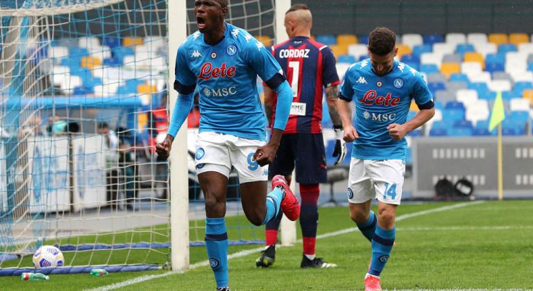 Наполи в матче с семью голами обыграл на своём поле Кротоне