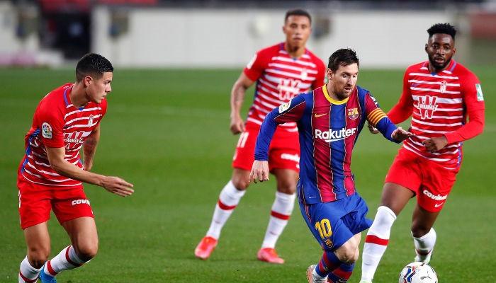 Барселона дома неожиданно уступила Гранаде