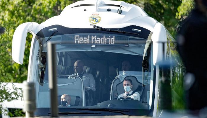 Клубный автобус Реала забросали камнями и бутылками перед ответным матчем с Ливерпулем