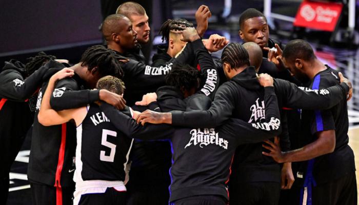 Лос-Анджелес Клипперс справился с Финикс Санз в третьем матче серии