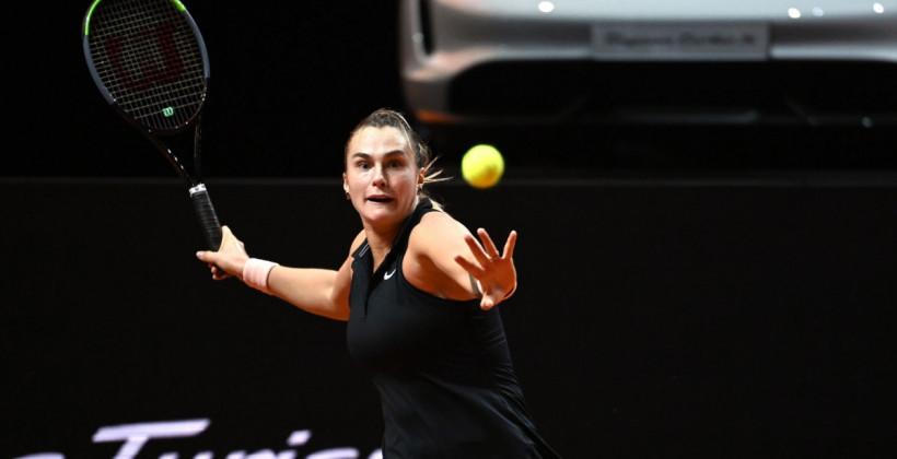 Арина Соболенко взяла первый сет, но уступила Эшли Барти в финале в Штутгарте
