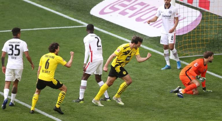Гол Андре Силвы за три минуты до конца матча помог Айнтрахту одержать победу над Боруссией Д