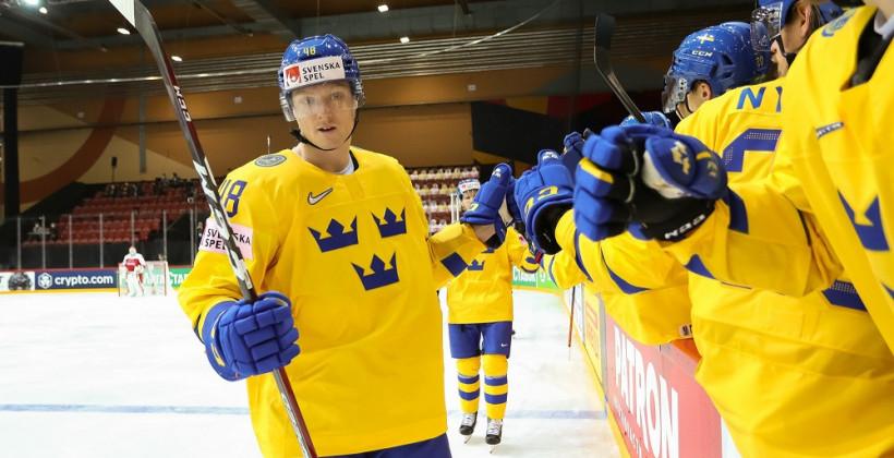 ЧМ-2021: Шведы забили семь безответных шайб сборной Швейцарии, Финляндия одолела Норвегию