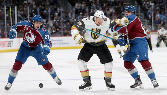 Колорадо крупно обыграл Вегас, Каролина уступила Тампе в плей-офф НХЛ
