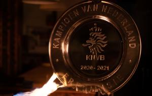 Аякс расплавил чемпионскую салатницу на звездочки для болельщиков (видео)
