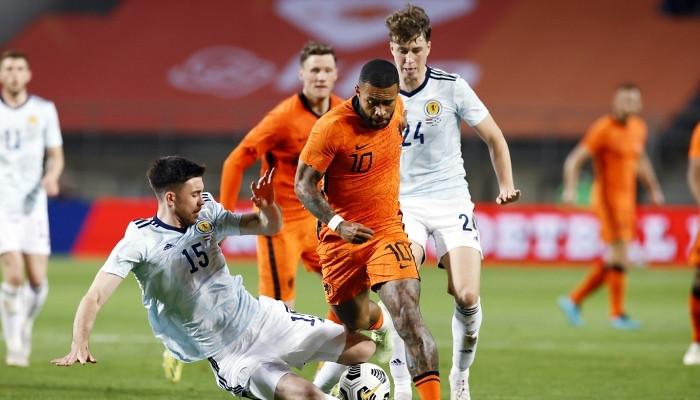 Сборная Нидерландов в концовке спаслась от поражения в товарищеском матче с Шотландией