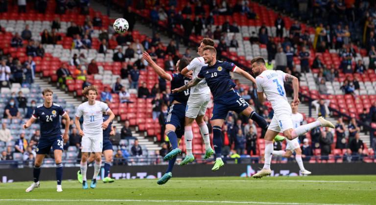 Благодаря дублю Шика Чехия уверенно обыграла Шотландию
