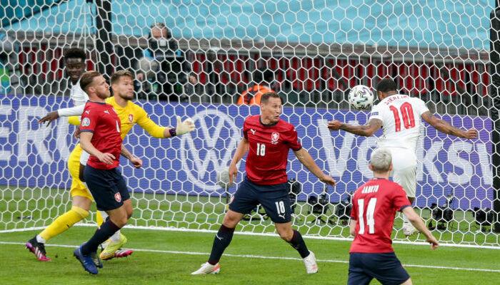 Англия минимально обыграла Чехию и заняла первое место в группе D