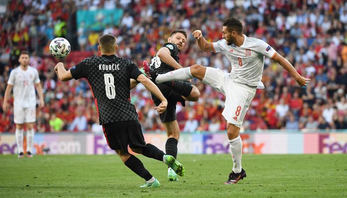 Хорватия отыгралась с 1:3, но проиграла в овертайме Испании