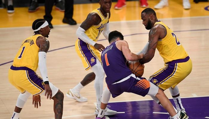 Действующий чемпион НБА Лос-Анджелес Лейкерс завершил выступление в плей-офф, проиграв Финиксу