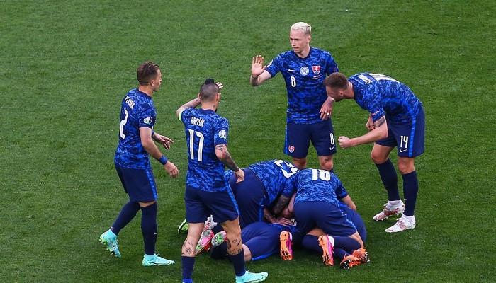 Шкриняр, Гамшик и Мак — в стартовом составе сборной Словакии на матч против Швеции