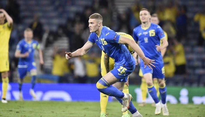 Артём Довбик улучшил рекорд ЧЕ по самому позднему голу