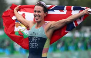 Даффи из Бермудских островов стала победительницей женских соревнований по триатлону в Токио-2020