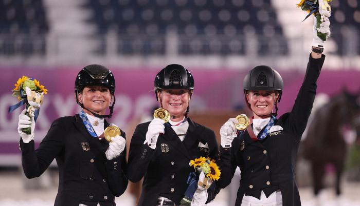 Сборная Германии по конному спорту выиграла золото в командной выездке на Олимпиаде в Токио