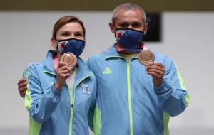Украинцы Костевич и Омельчук выиграли бронзу в стрельбе из пневматического пистолета на 10 метров