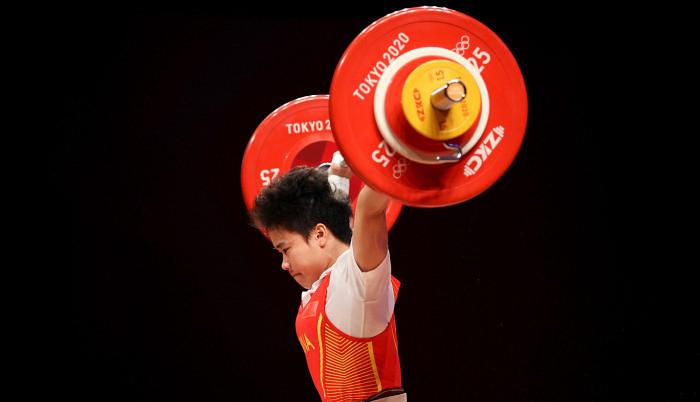 Хой Чжихуэй стала олимпийской чемпионкой по тяжелой атлетике