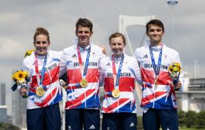 Сборная Великобритании выиграла смешанную эстафету триатлонистов
